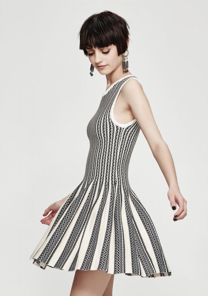 Etch-A-Stretch-dress-750x1066