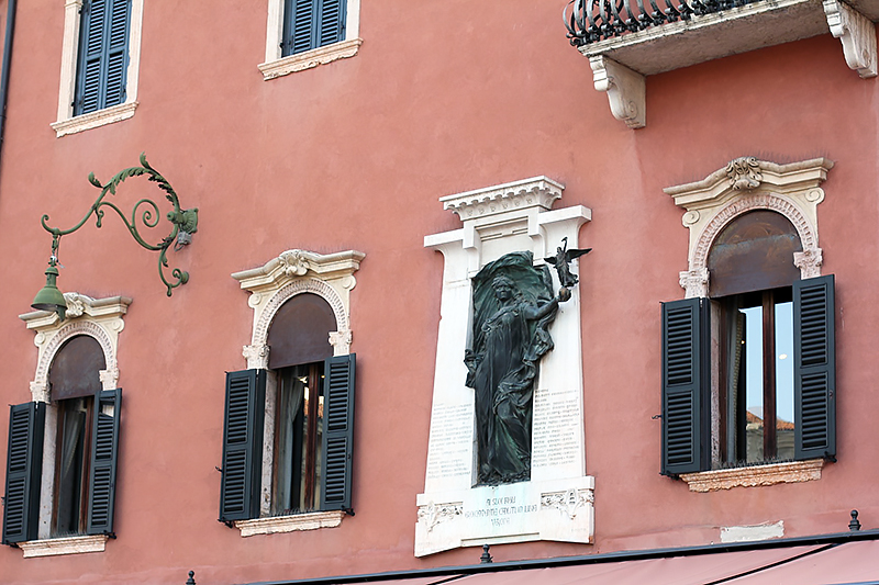 Lucines Blog Verona summer Piazza Bra
