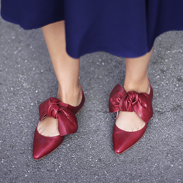 blue-skirt-red-pumps