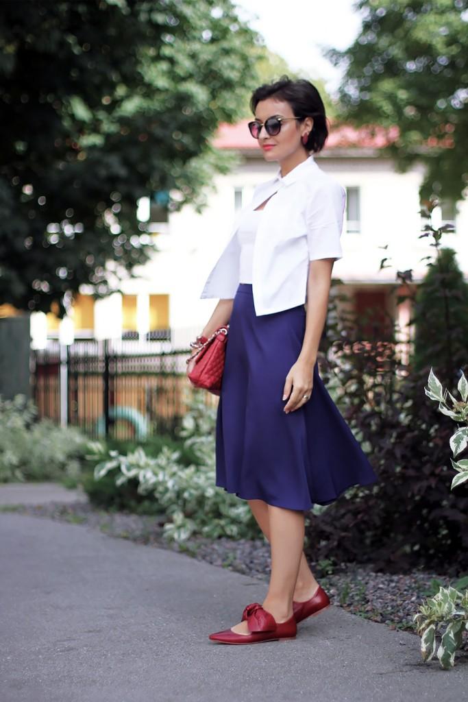 blue-skirt-red-pumps-1