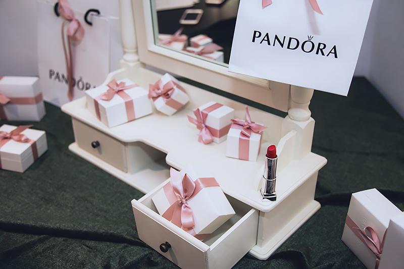 Pandora Xmas 10